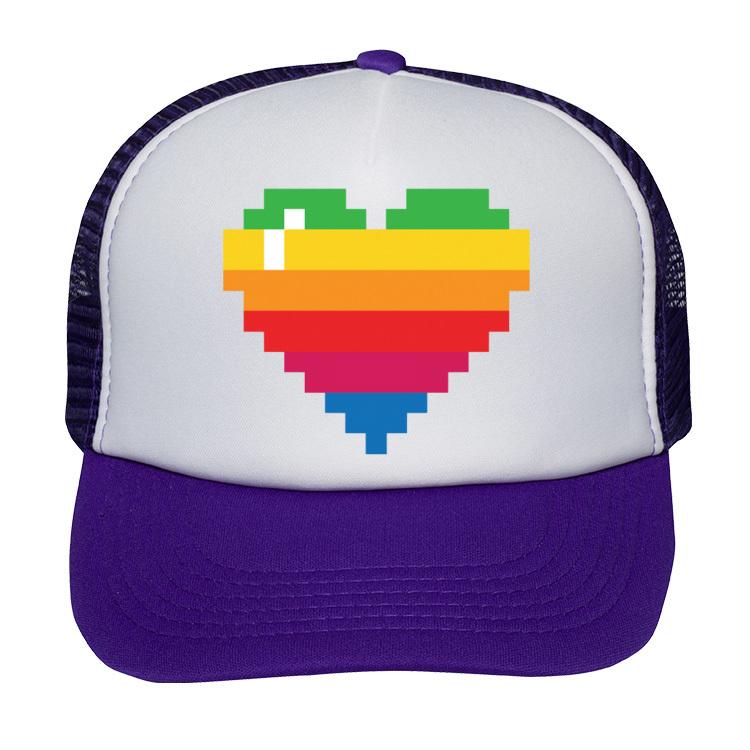 Czapka z pikselowym sercem